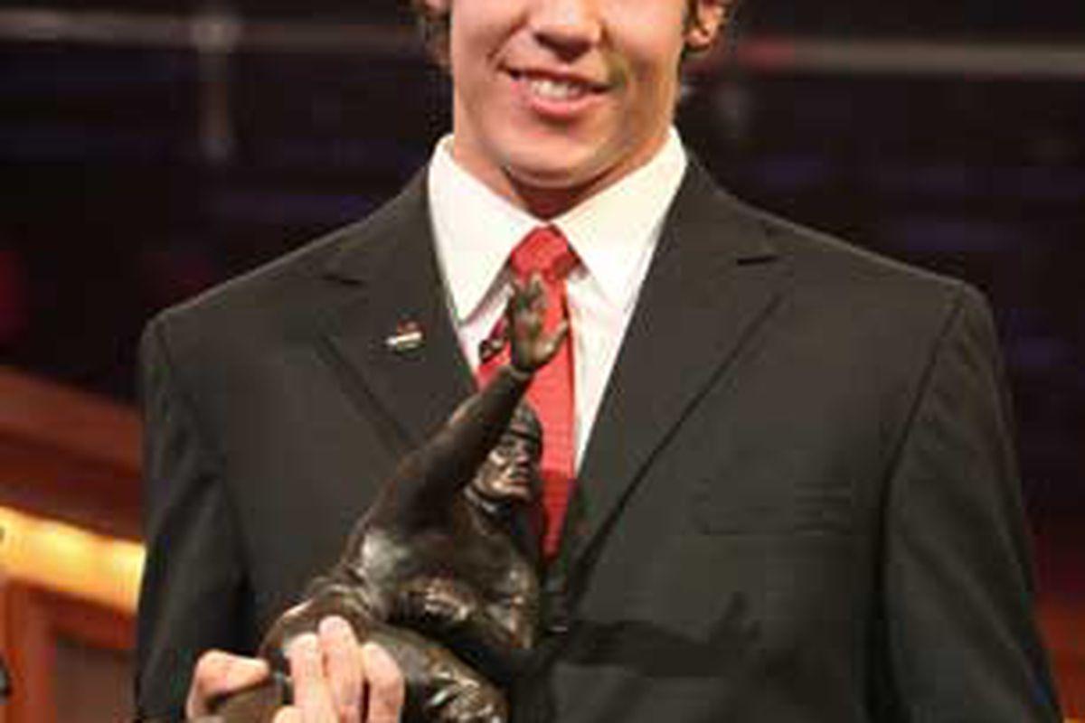 "via <a href=""http://www.cbc.ca/gfx/images/sports/photos/2008/12/13/bradford-heisman.jpg"">www.cbc.ca</a>"