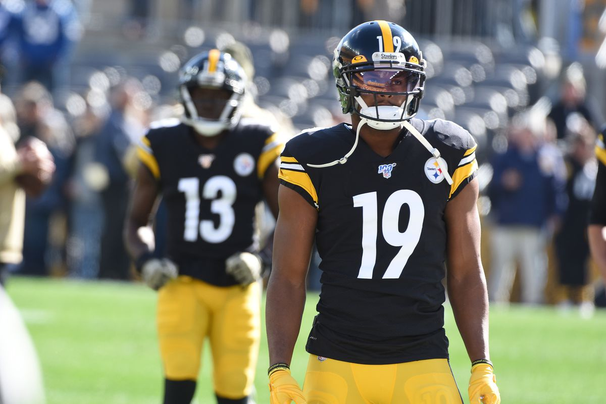 Pittsburgh Steelers wide receiver JuJu Smith-Schuster warms up before playing the Indianapolis Colts at Heinz Field.