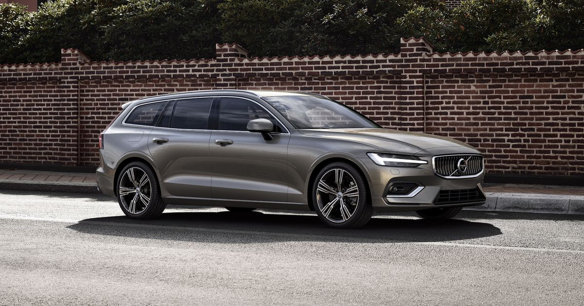 Nya Volvo V60 2019 >> The New Volvo V60 Is A Sleek Wagon With More Semi Autonomy The Verge
