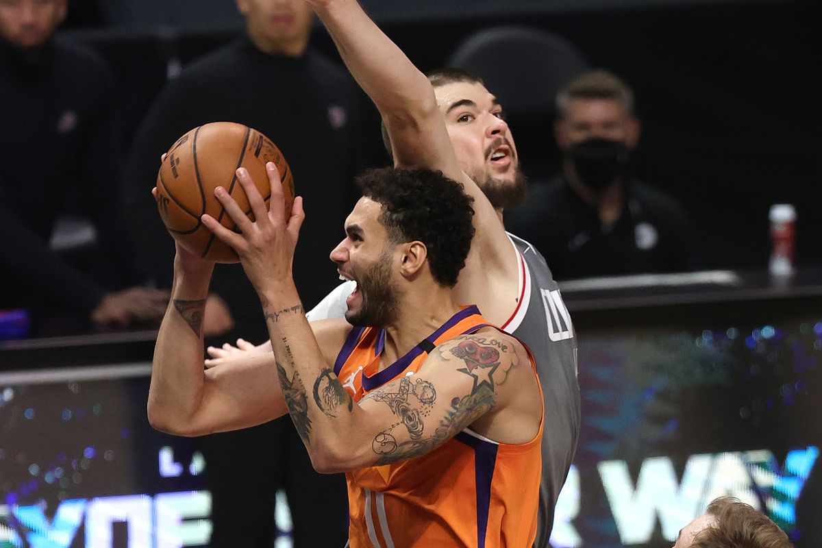 Phoenix Suns v Los Angeles Clippers - Game Four