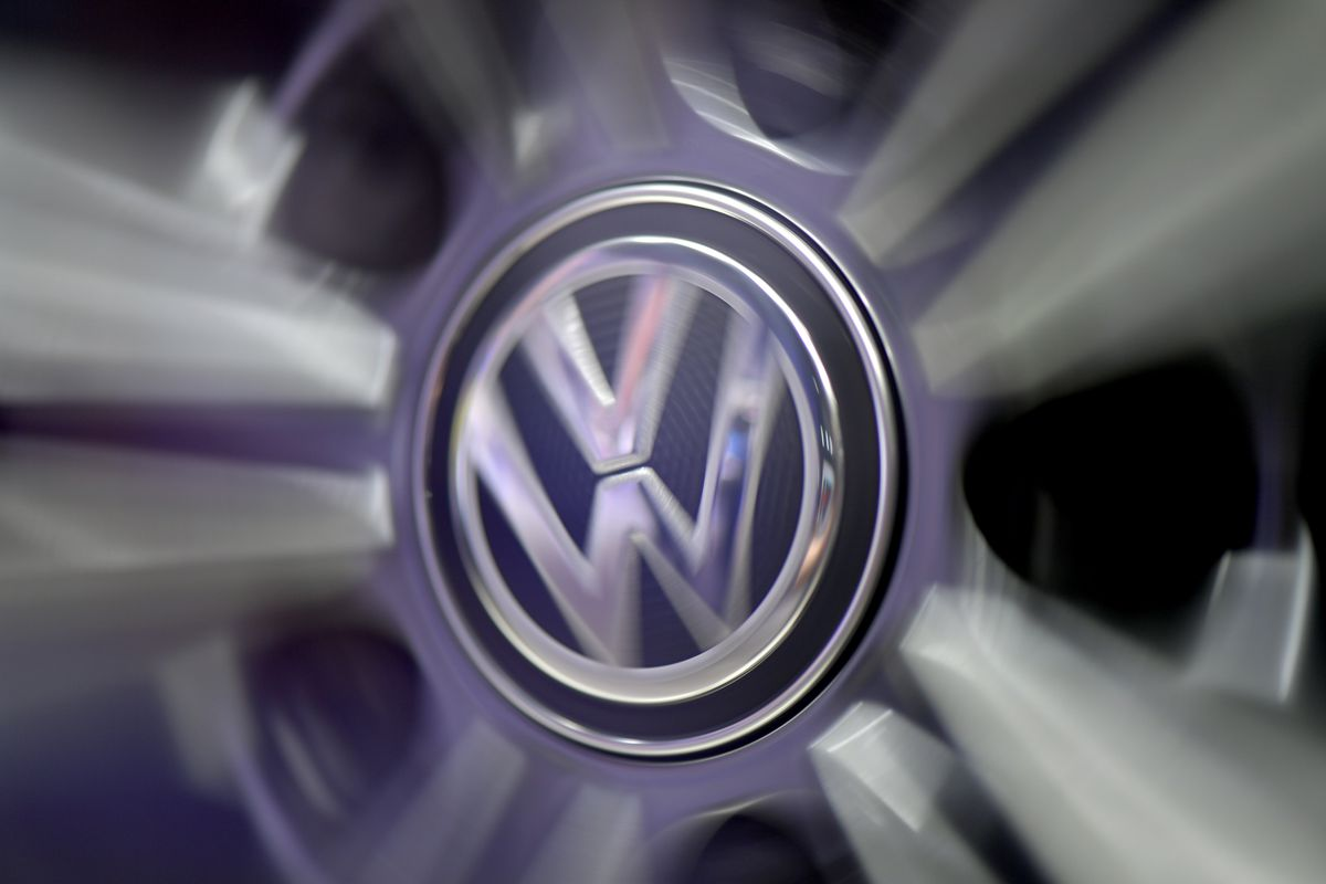 Volkswagen manager in U.S. custody wants to plead guilty over