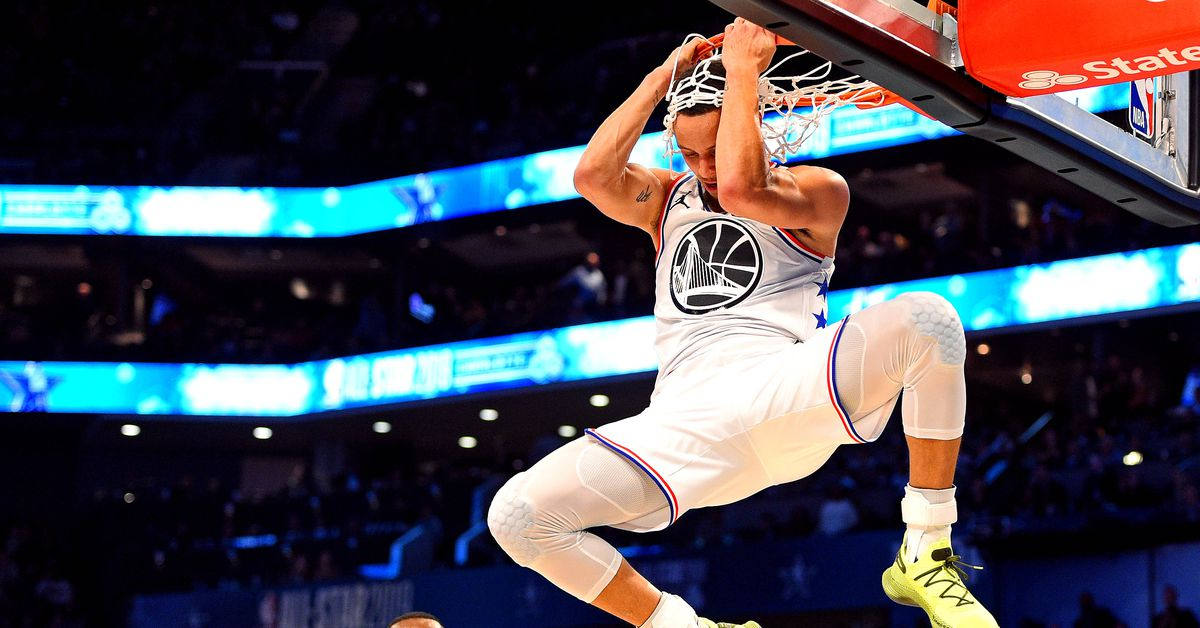 Steph has a dunk package?
