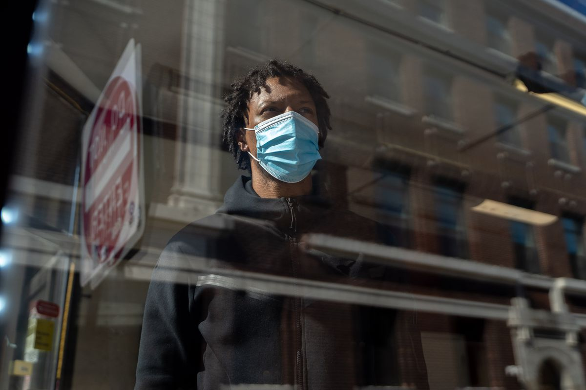 Marcus Ward, 32, owner of Urban Grill Chicago in Uptown, 1132 W. Wilson Ave., opens up the fast-food restaurant during the pandemic.   Mengshin Lin/Sun-Times