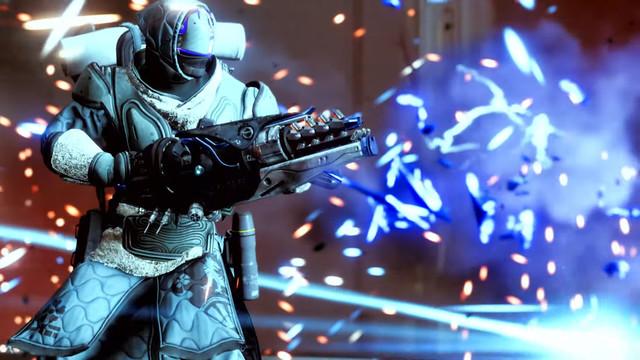 Destiny 2 Warlock holding Beyond Light Exotic