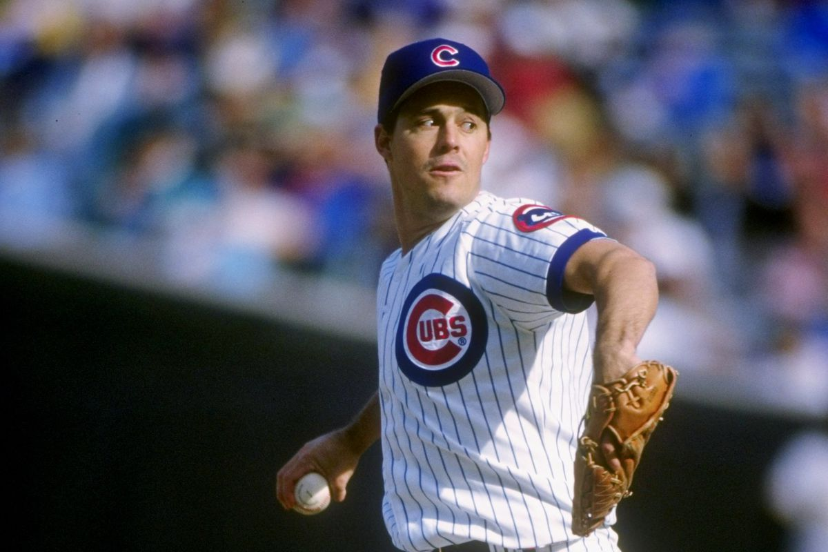 Greg Maddux pitches during the final game of his Cubs Cy Young Award season, September 30, 1992