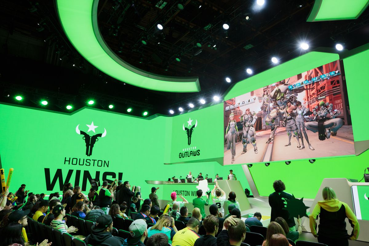 The Houston Outlaws take a game on the Blizzard Arena stage