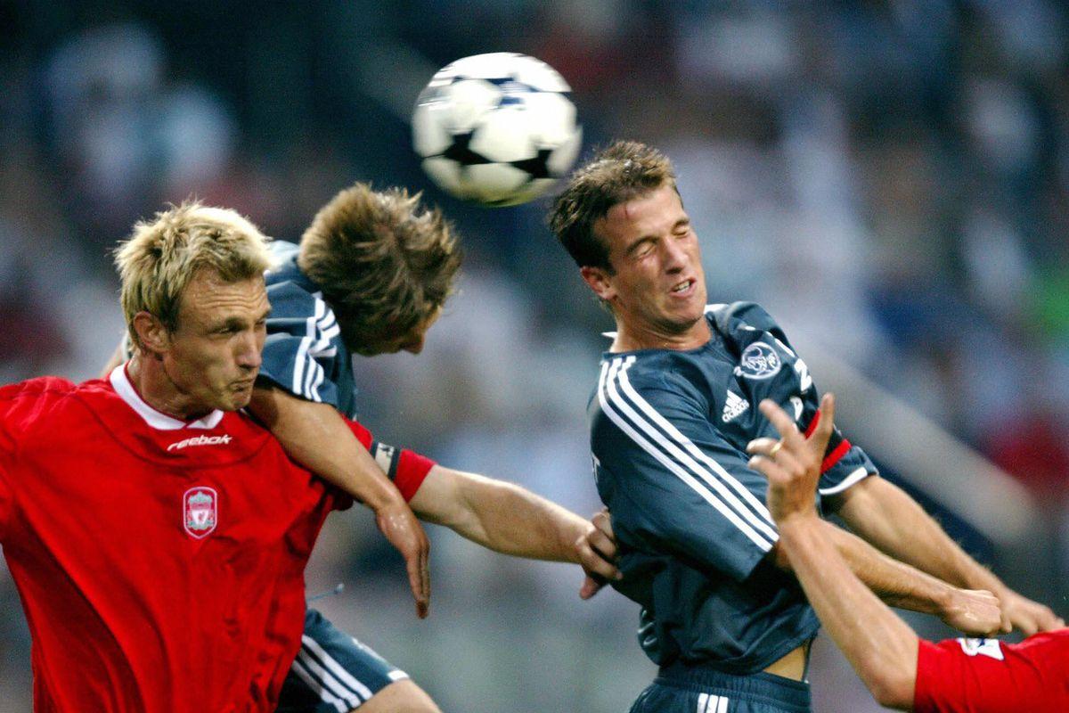 Ajax-players Rafael van der Vaart (R) an