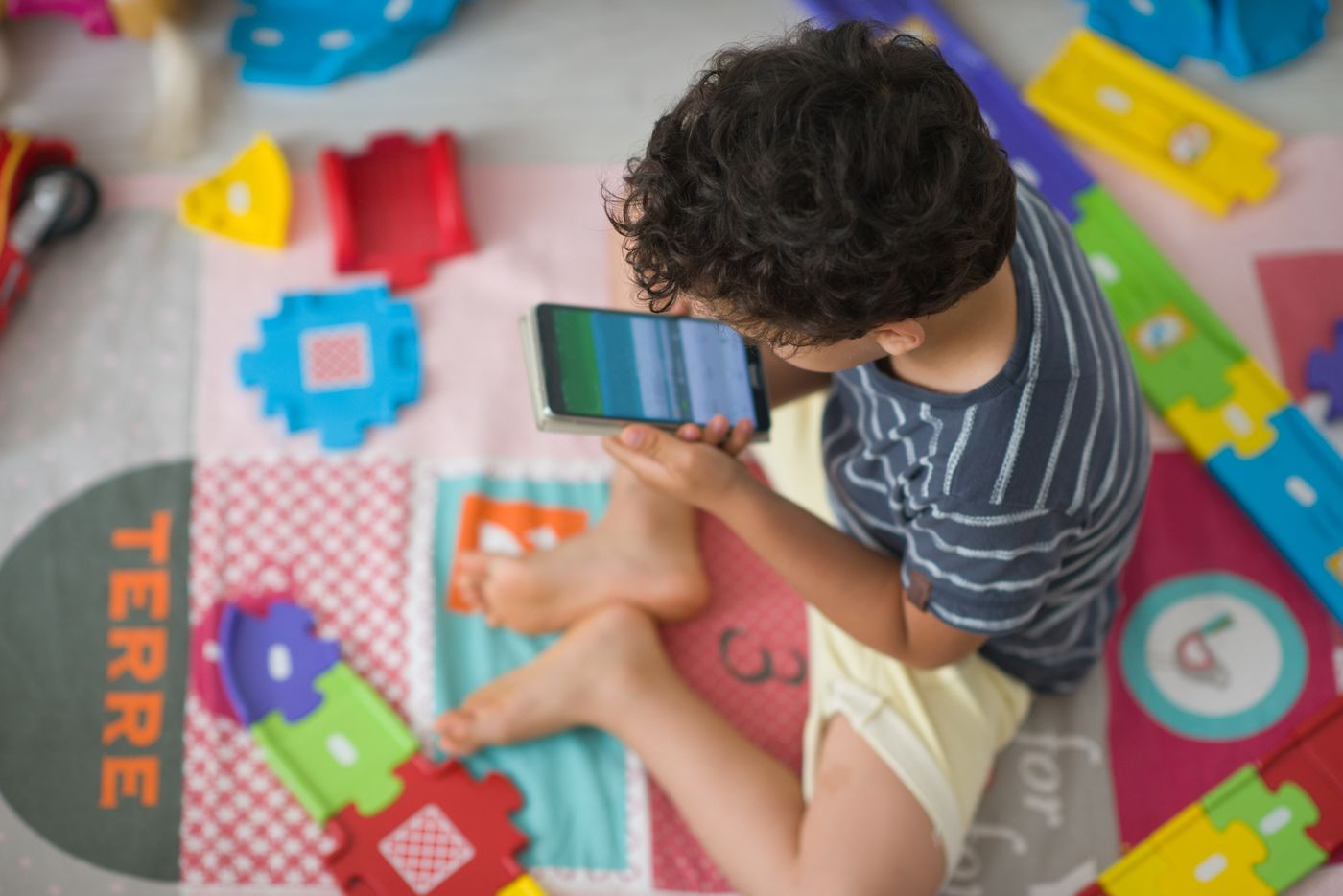 Kids' apps are filled with manipulative ads, according to a