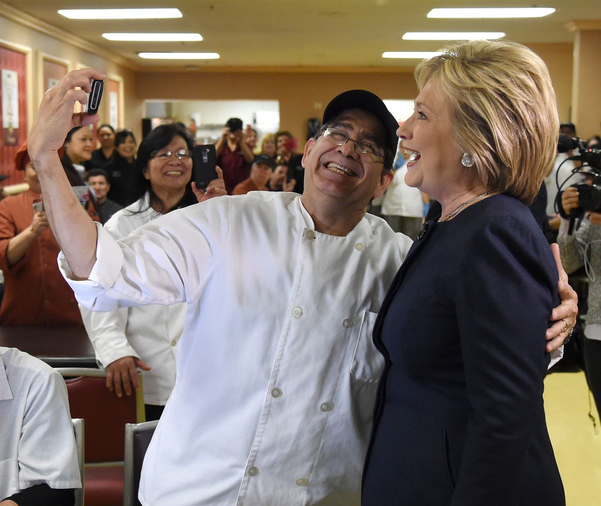 Culinary member poses with Clinton for selfie in Nevada