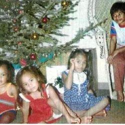 TJ, Pamrose, Toa, Kalani pose at Christmastime ...