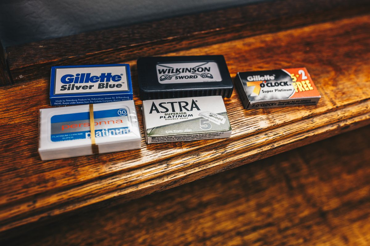 Packs of razor blades