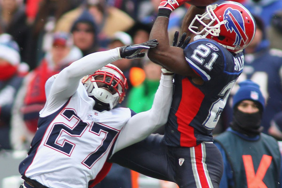 ORCHARD PARK NY - DECEMBER 26:  C.J. Spiller #21 of the Buffalo Bills makes a catch against Kyle Arrington #27 of the New England Patriots at Ralph Wilson Stadium on December 26 2010 in Orchard Park New York.  (Photo by Rick Stewart/Getty Images)