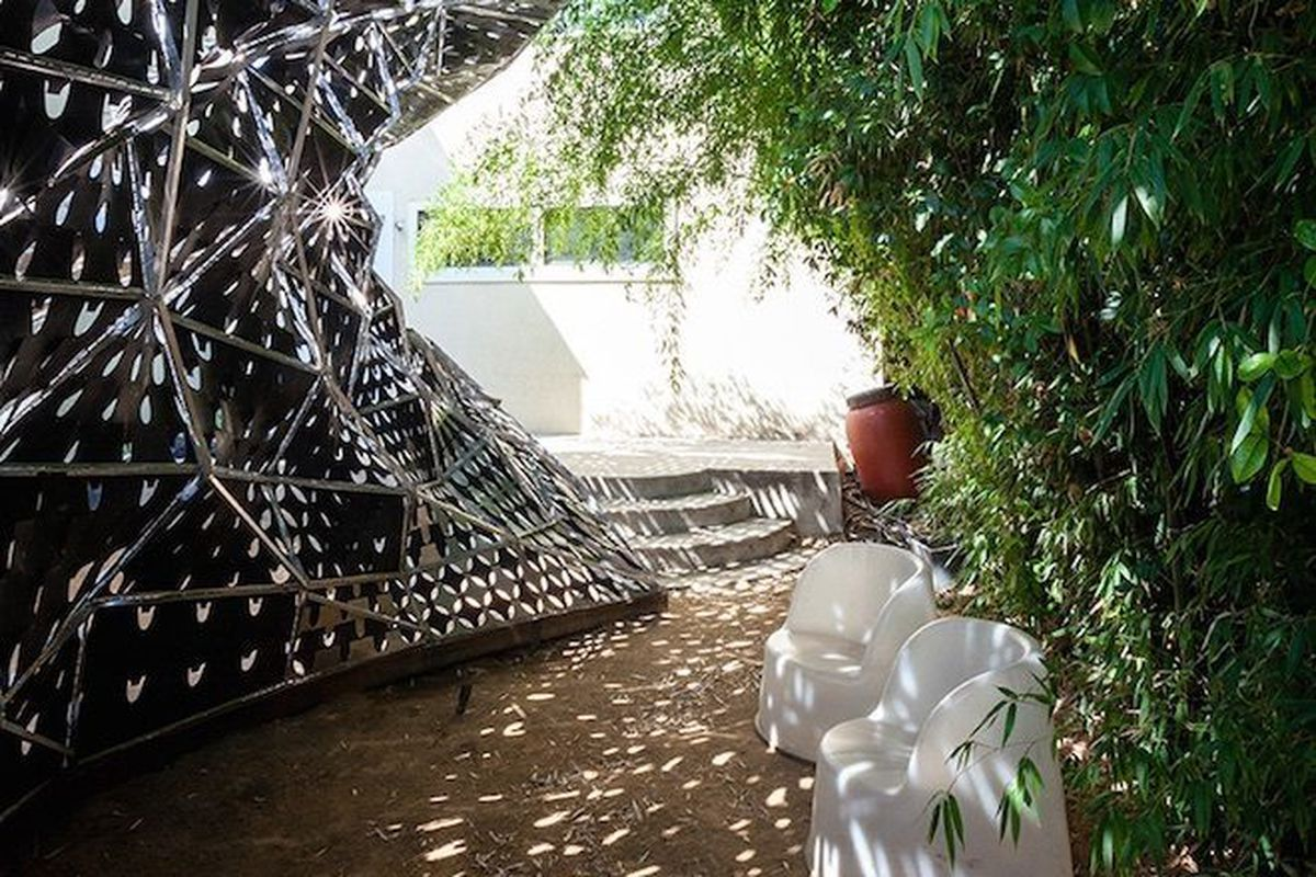 <b>Bloom: Los Angeles, California (USC School of Architecture)</b><p> Fabricated out of thermobimetal, a reactive, smart material, this pavilion reacts to sunlight and increased temperatures by curling up and creating additional shade.