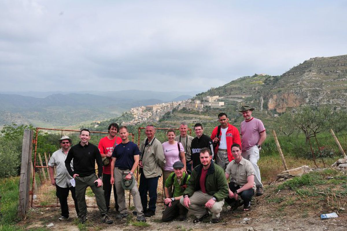 Ah, the gang on the road to Leonforte.