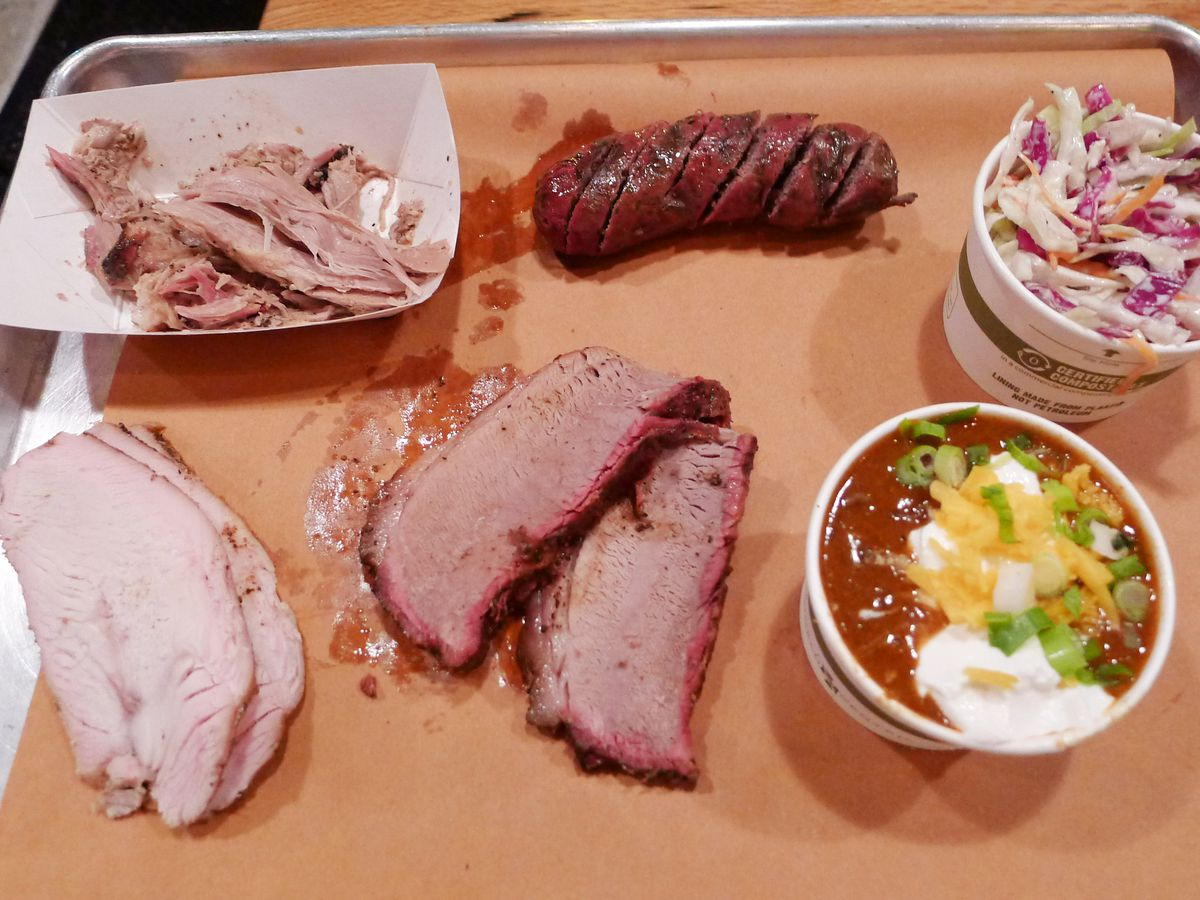A tray with several types of barbecue.