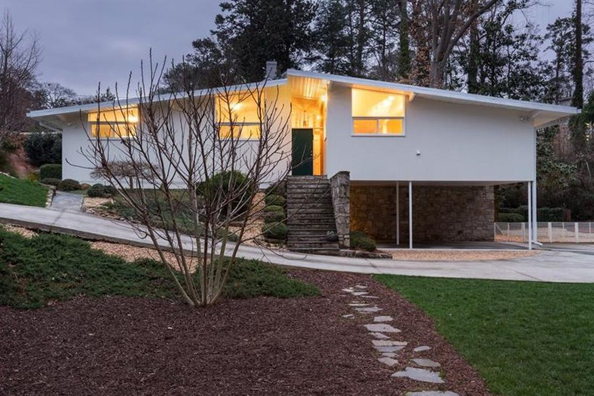 A photo of a midcentury modern home for sale in Buckhead Atlanta right now.