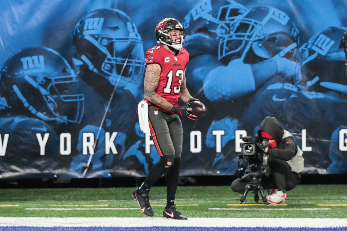 Tampa Bay Buccaneers wide receiver Mike Evans (13) celebrates his touchdown during the second half against the New York Giants at MetLife Stadium.