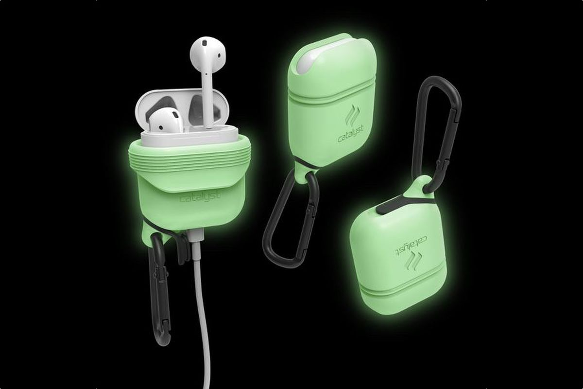 check out 74216 21bc6 This glow-in-the-dark, waterproof AirPods case is great for ...