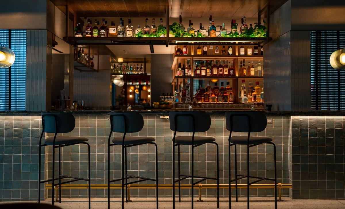 A four-seat bar.
