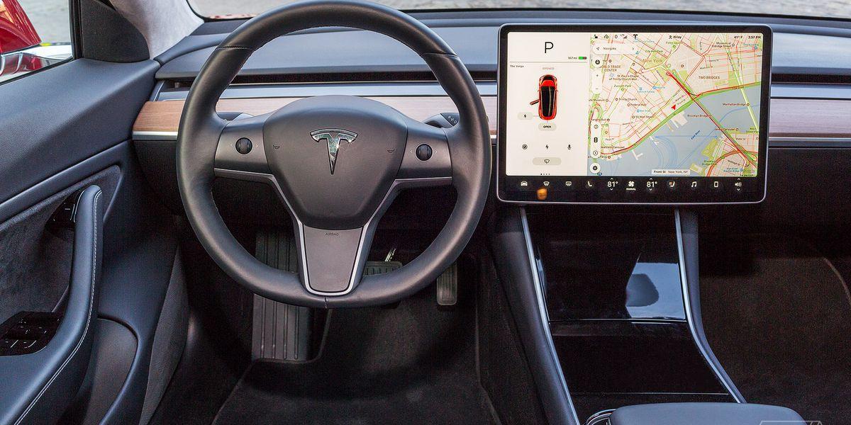 """Safety regulator wants info on Tesla's FSD beta program, """"safety score"""""""