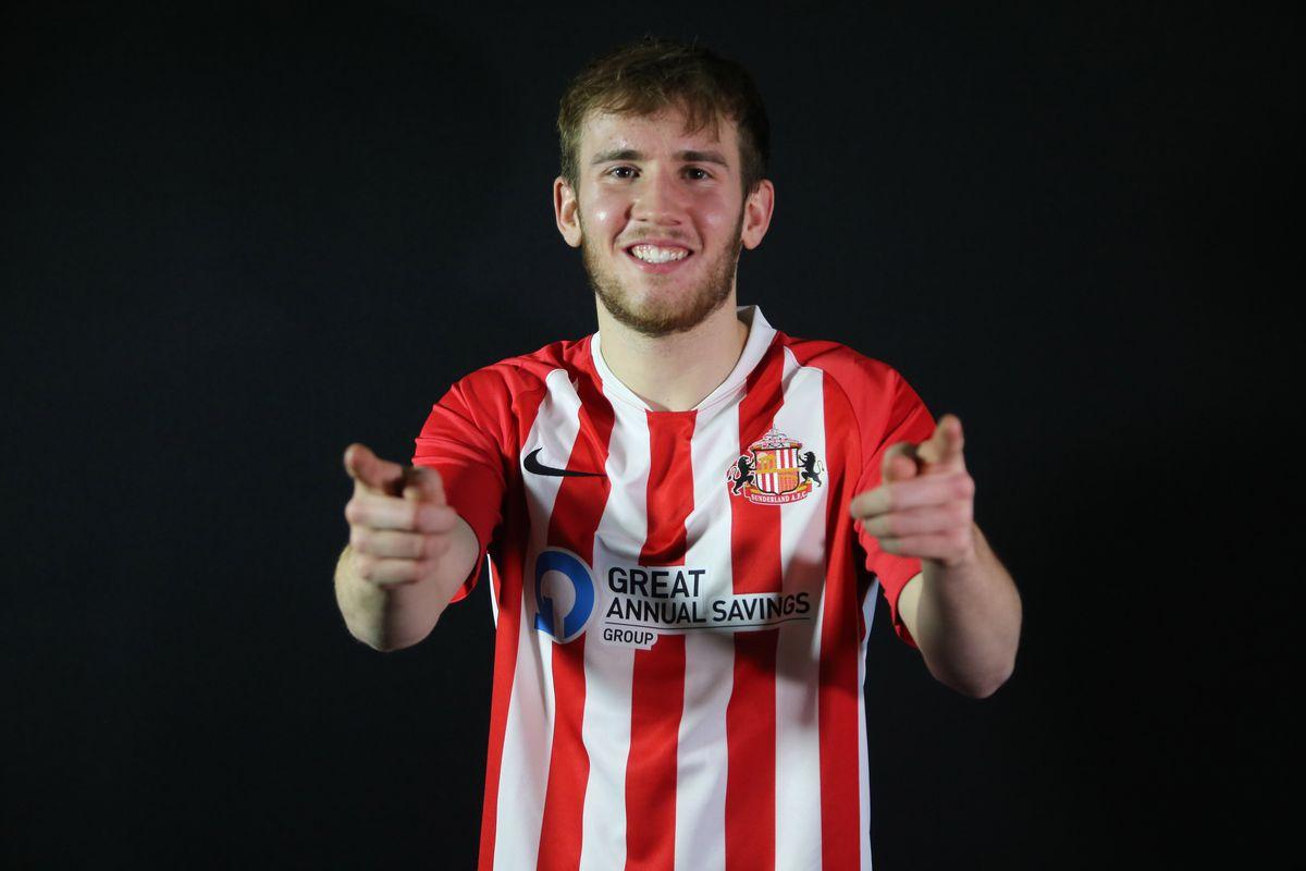 Sunderland Unveil New Signing Jake Vokins