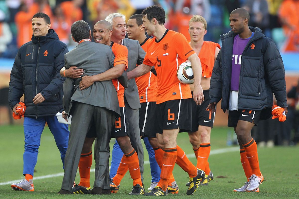 Nigel de Jong celebrates with the Dutch squad following their 1-0 victory over Japan in Group E. (Picture from Getty images)