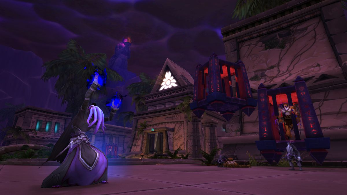 World of Warcraft - a cultist monster stands in a corrupted desert city.