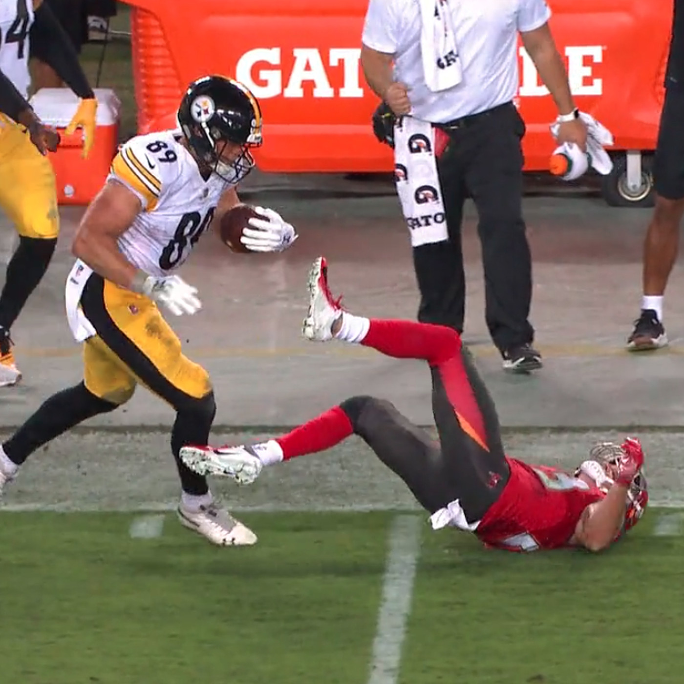 brand new a6cd1 33b8f Vance McDonald's beautiful stiff arm may have ended Chris ...