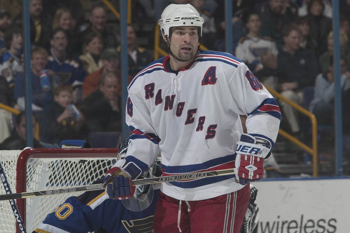 1 Jan 2004: Eric Lindros of the New York Rangers during the Rangers 5-4 loss to the St. Louis Blues at the Savvis Center in St. Louis, MO.