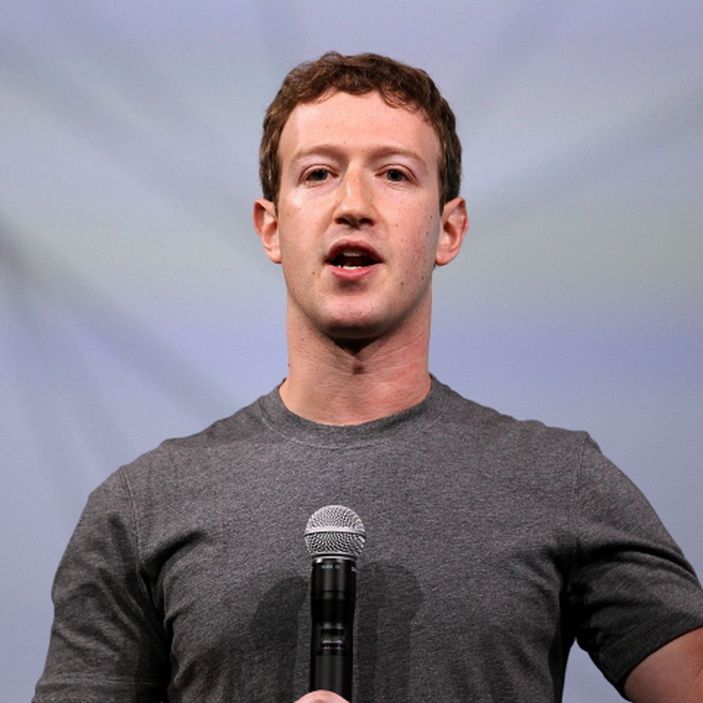 recode.net - Kurt Wagner - Mark Zuckerberg shares Facebook's secrets with all his employees, and almost none of it leaks