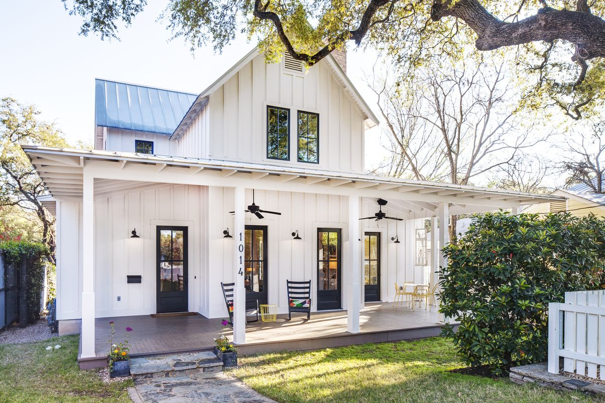Modern farmhouse in bouldin creek asks curbed austin for Pictures of small farm houses