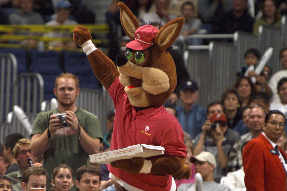 The Spurs Coyote delivers pizza