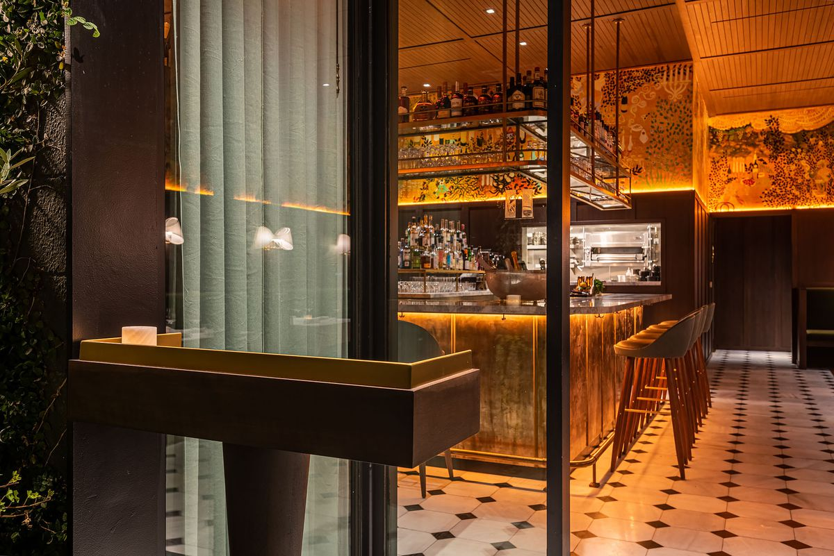 Entrance to Gigi's, a glamorous LA restaurant
