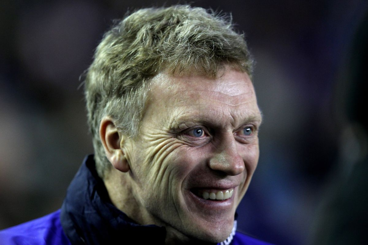 LIVERPOOL, ENGLAND - JANUARY 04:  Everton Manager David Moyes looks on prior to the Barclays Premier League match between Everton and Bolton Wanderers at Goodison Park on January 4, 2012 in Liverpool, England.  (Photo by Alex Livesey/Getty Images)