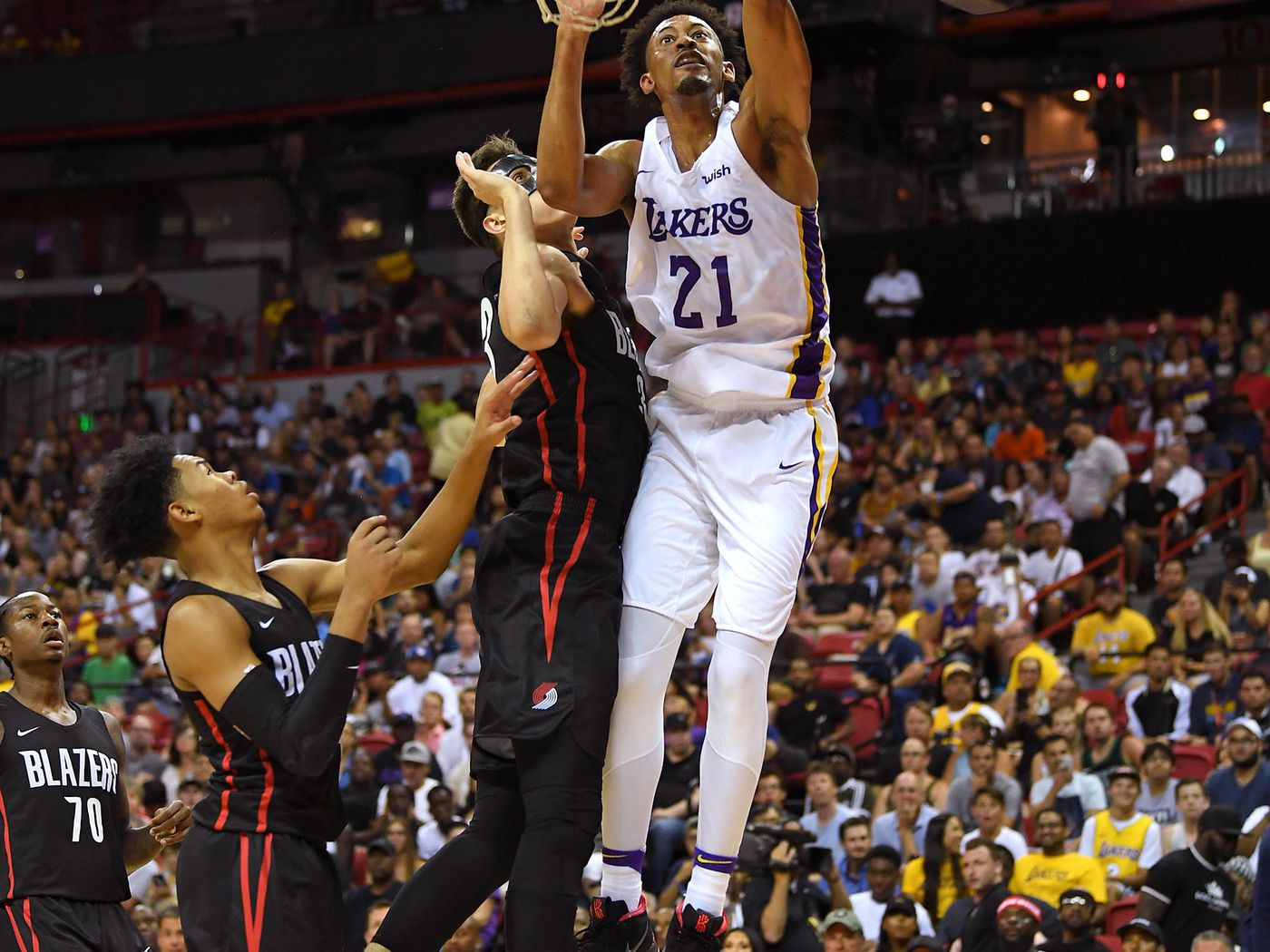 097531e7154 Lakers add Johnathan Williams to training camp roster - Silver Screen and  Roll