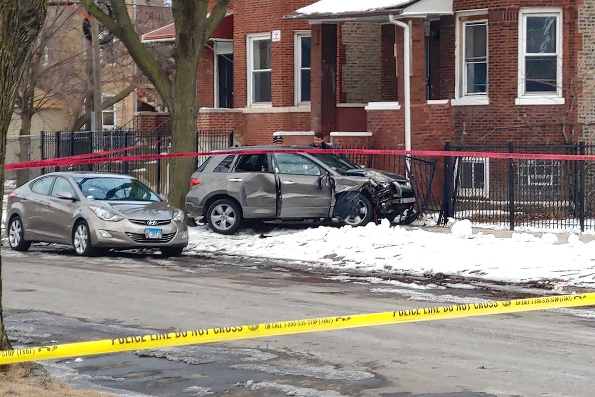 West Garfield Park shooting: Teen killed, 2 injured during attempted robbery on Kilpatrick Avenue