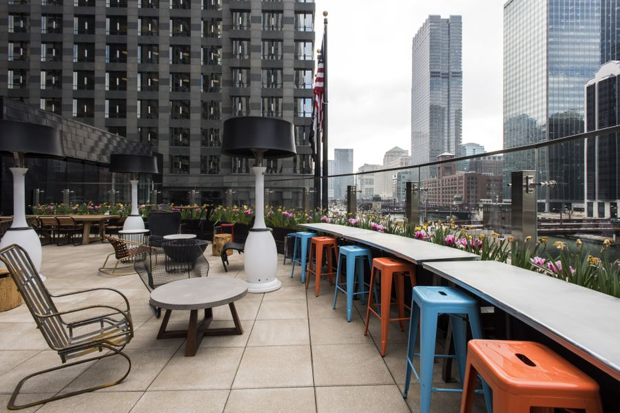 Raised Rooftop Lounge Features Gorgeous Chicago River ...