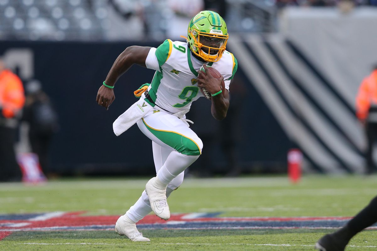 Tampa Bay Vipers running back Quinton Flowers runs the ball against the New York Guardians during the third quarter of an XFL football game at MetLife Stadium.