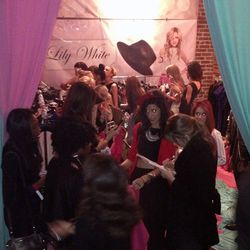 The crowd around the gifting lounge