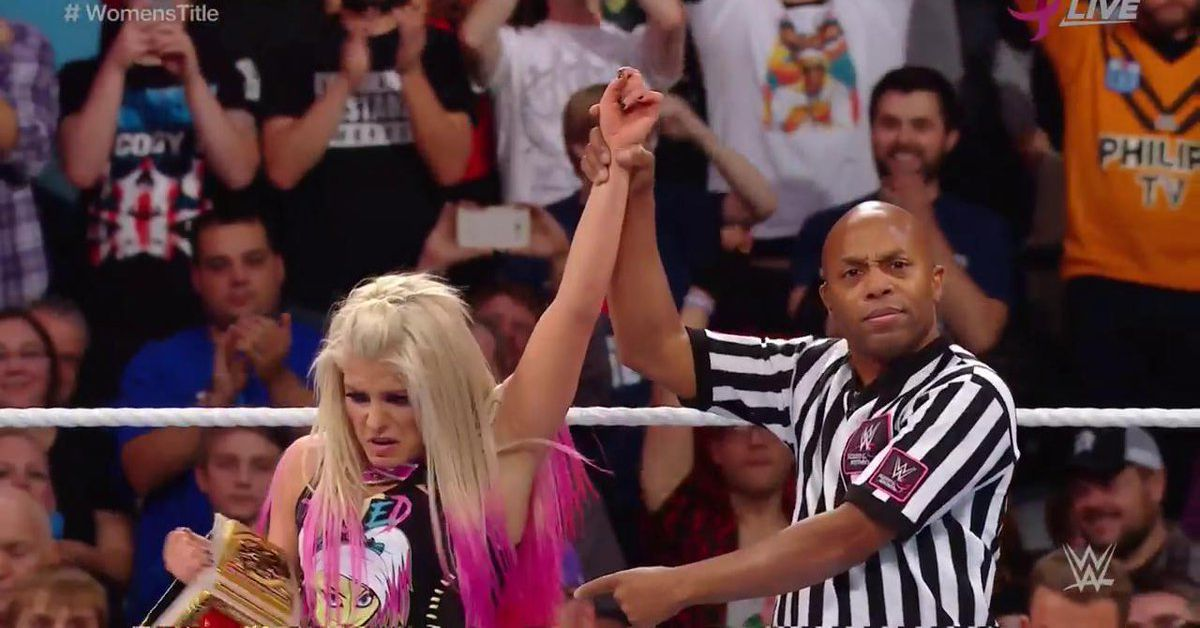 WWE TLC 2017 results: Alexa Bliss outlasts Mickie James, keeps title