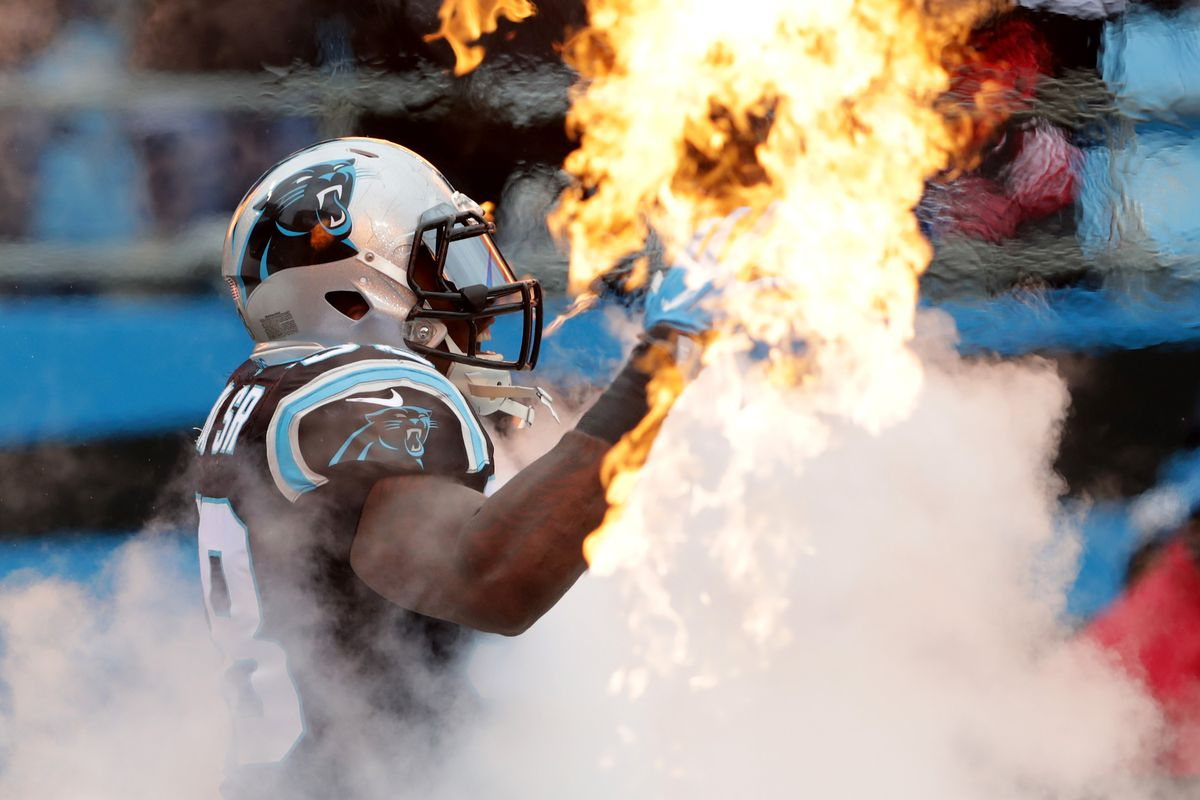 Panthers extend Thomas Davis' contract