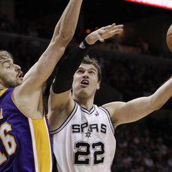 San Antonio Spurs' Tiago Splitter (22), of Brazil, works against Los Angeles Lakers' Pau Gasol (16), of Spain, during the second quarter of an NBA basketball game, Wednesday, April 11, 2012, in San Antonio.