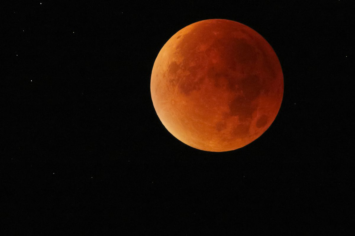 Lunar eclipse 2018 how to watch this super blue moon turn red vox prisma bildagenturuig via getty images pooptronica Choice Image