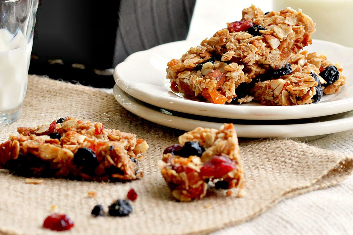 What can you eat that's portable, delicious and healthy? Look no further than these homemade granola bars.