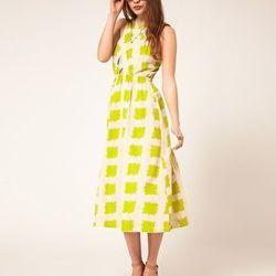 "<a href=""http://us.asos.com/ASOS-Printed-Midi-Summer-Dress-With-Cross-Strap-Bodice/xvfcc/?iid=2004030&cid=12899&sh=0&pge=0&pgesize=200&sort=-1&clr=Cream/green&mporgp=L0FTT1MvQVNPUy1QcmludGVkLU1pZGktU3VtbWVyLURyZXNzLVdpdGgtQ3Jvc3MtU3RyYXAtQm9kaWNlL1Byb2Qv"""