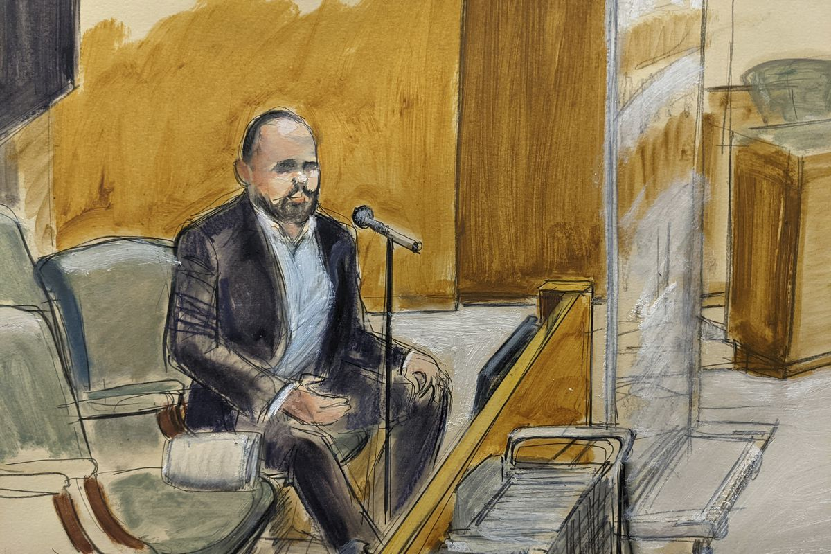 """In this courtroom artist's sketch, former R. Kelly employee Tom Arnold testifies at the R&B star's trial in New York, Thursday, Aug. 19, 2021. The 54-year-old Kelly has repeatedly denied accusations that he preyed on several alleged victims during a 30-year career highlighted by his mega hit """"I Believe I Can Fly."""""""