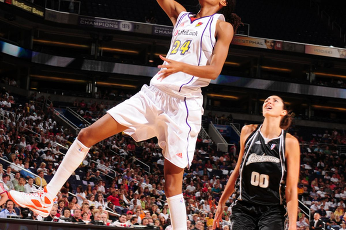 "Rookie DeWanna Bonner gets an open look after running the floor. via <a href=""http://d.yimg.com/a/p/sp/getty/82/fullj.206f2fae930210e4ea44b2e1ababa06c/206f2fae930210e4ea44b2e1ababa06c-getty-87231394bg008_mercury_silver_stars.jpg"">yahoo.com</a>"
