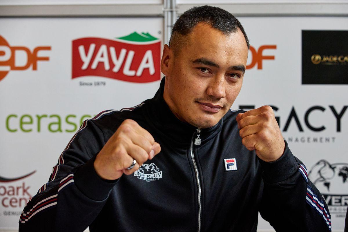 Boxing: Professionals - Zhan Kossobutskiy (Kazakhstan)...