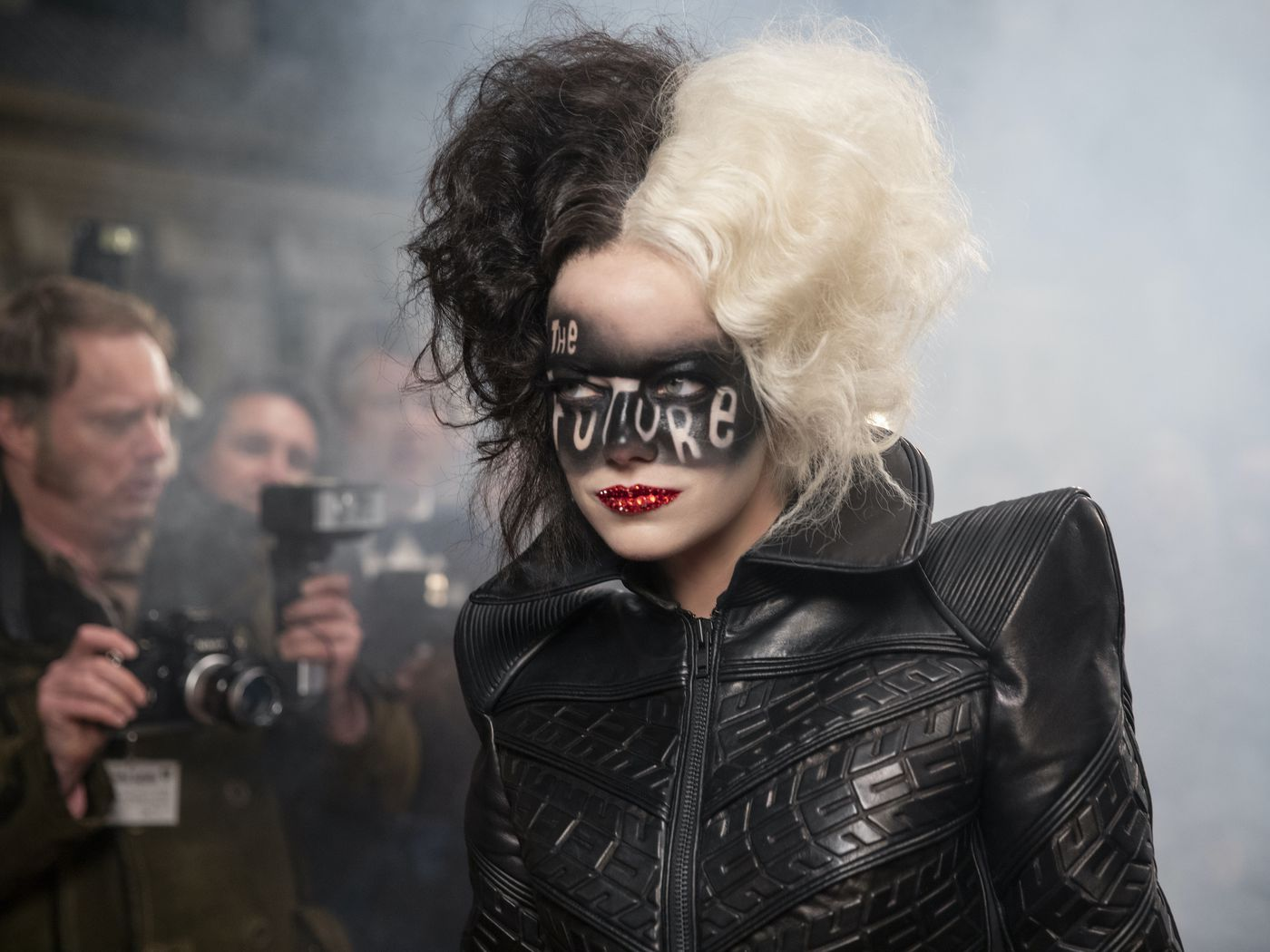 Cruella review: Get past how unnecessary this prequel is, and it's fun - Vox