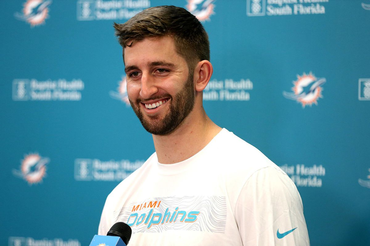 Josh Rosen hopes to get 'somewhere close' to Tom Brady in learning new Dolphins offense